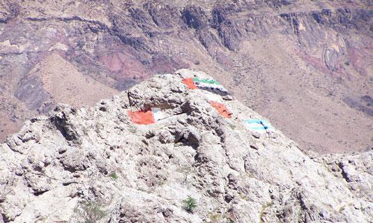 Гора и флаги