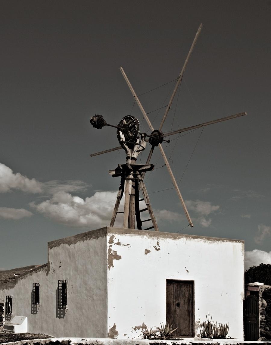 http://daybyframe.com/wp-content/uploads/2011/02/windmill.jpg